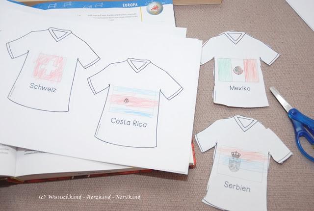 Die Fußball-WM 2018 läd ein sich für die Länder, Flaggen und Kontinente zu interessieren. Ich habe in meinem Blogpost passende Materialien zusammengestellt, welche die Kinder dabei unterstützen sich näher mit Länder, Flaggen und Kontinente, ganz im Sinne von Maria Montessori, zu beschäftigen. Auch Zählkarten für den Zahlenraum 1-25 habe ich passend dazu erstellt.