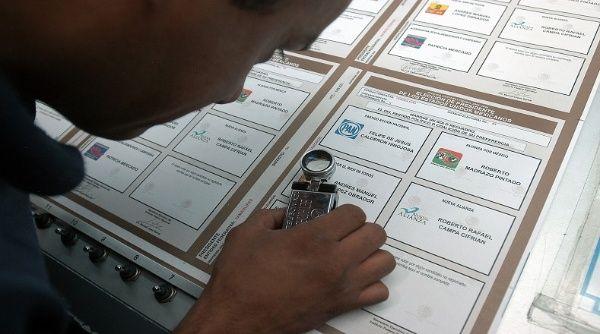 Denuncian nuevo robo de boletas electorales en México