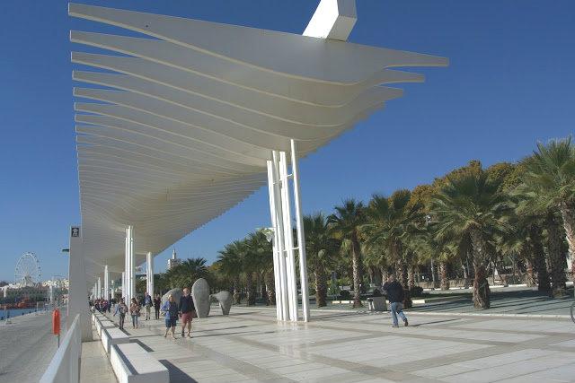 Malaga to hiszpański kurort, deptak, promenada