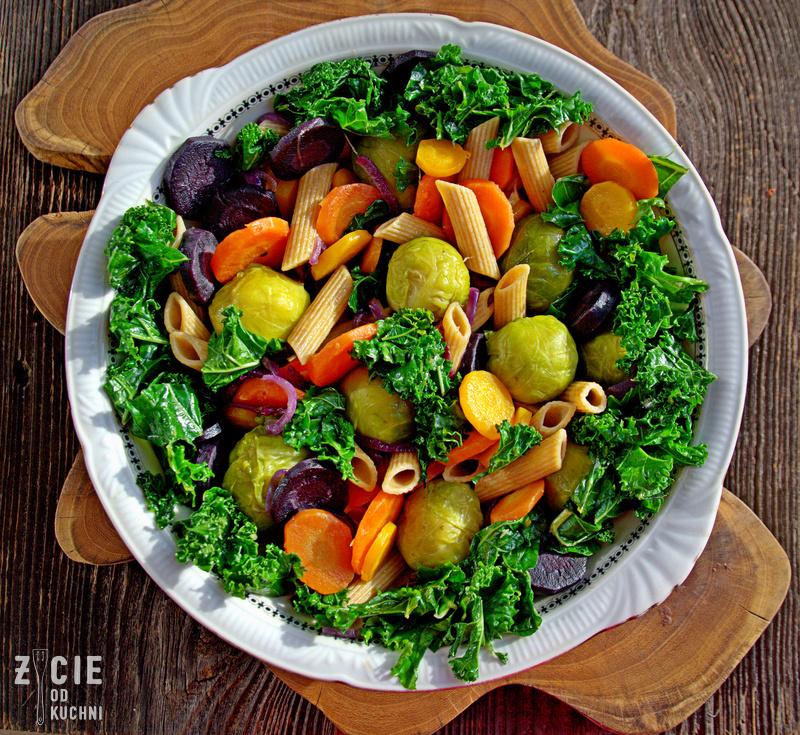 fioletowa marchewka, kolorowa marchewka, zolta marchewka, jarmuz, brukselka, wegetarianskie danie, wegetarianski obiad, weganskie danie, weganski obiad, zycie od kuchni