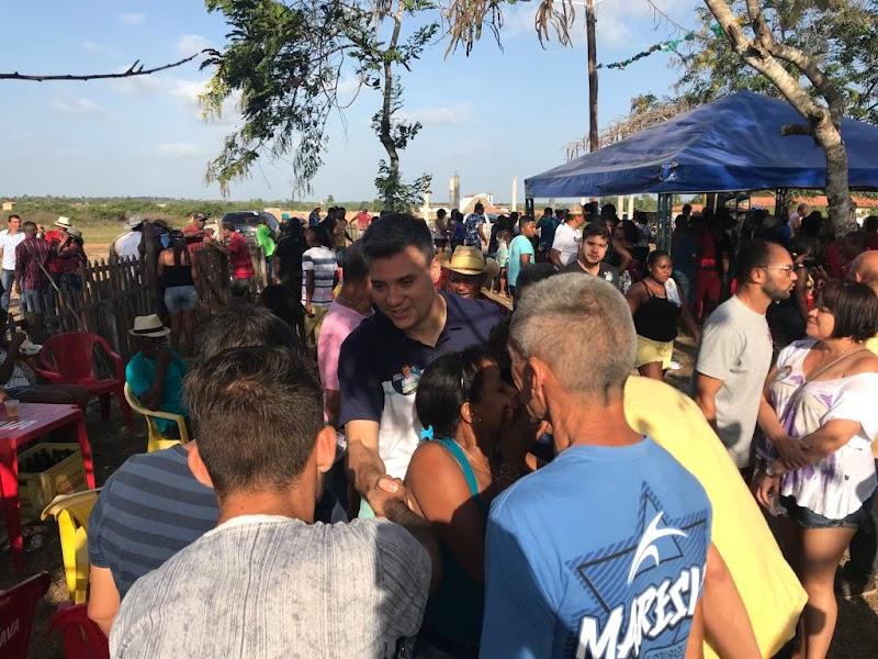 População de Cururupu consolidam apoio a Neto Evangelista durante visitas.