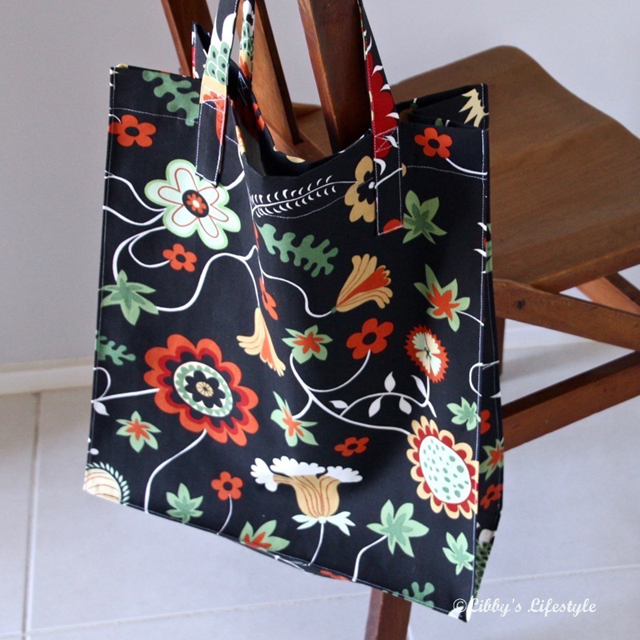 Learn how to make a sturdy tote bag that's the right size for grocery shopping. Tutorial by Libby's Lifestyle.