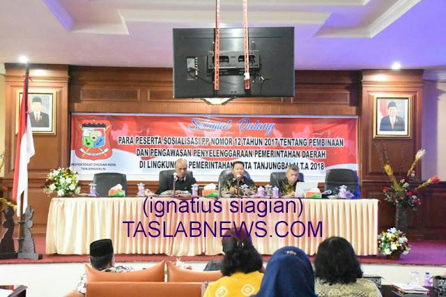 Wakil Walikota Tanjungbalai Drs H Ismail (tengah) saat membuka sosialisasi PP Nomor 12 Tahun 2017 di Aula I Kantor Walikota Tanjungbalai, Kamis (2/8)