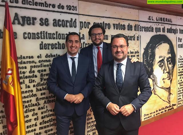 Asier Antona y Borja Pérez toman posesión de su acta como senador