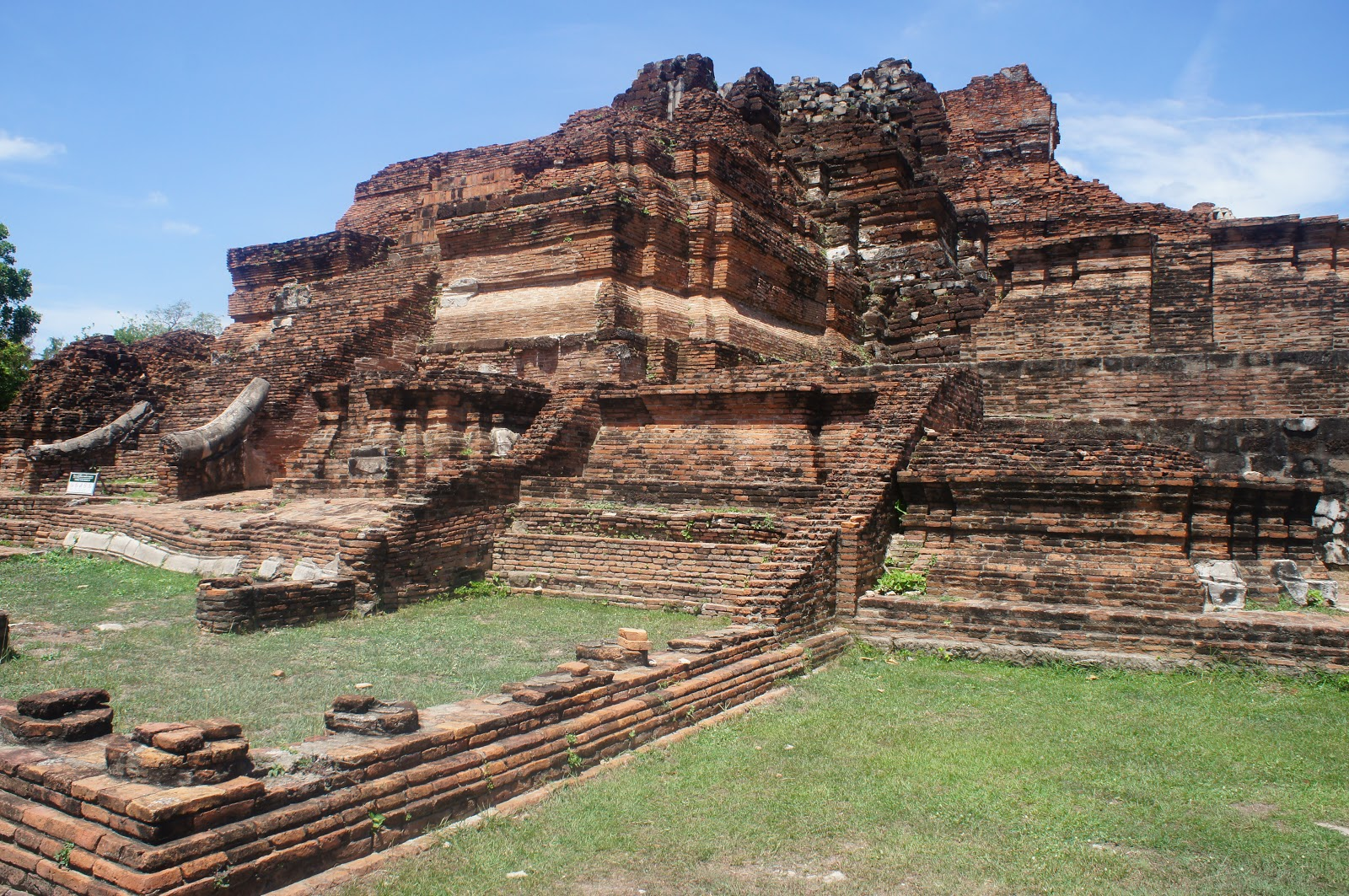 Ancient Ruins of Ayutthaya thailand travel guide