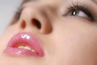 Ingin bibir anda merah merona secara alami? ikuti tips mudah ini