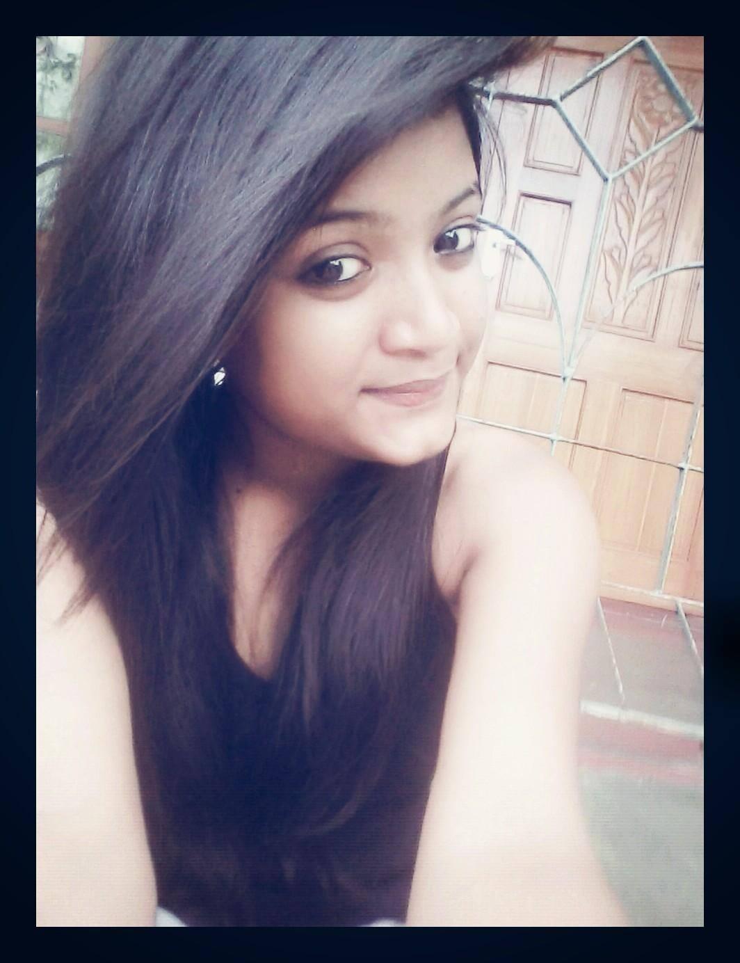 Real Beautiful Indian Girl pics, Simple Girls photos, Cute