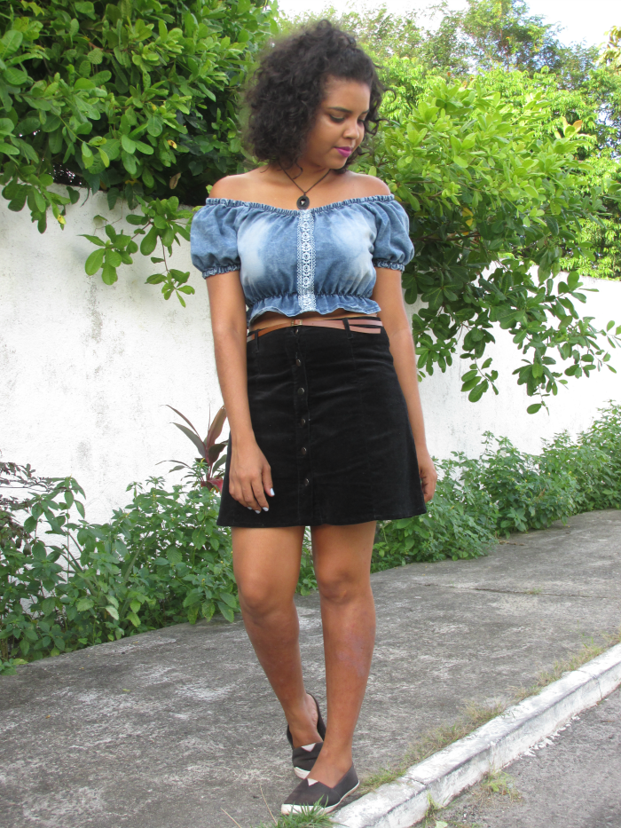 Top cropped Jeans, Saia de Suede Preta, saia com botões frontais