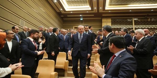 Πως την έχετε δει τη δουλειά σύντροφοι του Μαξίμου; Ο Ερντογάν καταλαβαίνει με άλλη γλώσσα…