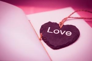 Cinta yang hanya bertepuk sebelah tangan Pantun Tentang Cinta Bertepuk Sebelah Tangan