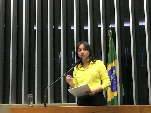 Eliziane Gama luta pelo  fim do foro privilegiado no Brasil