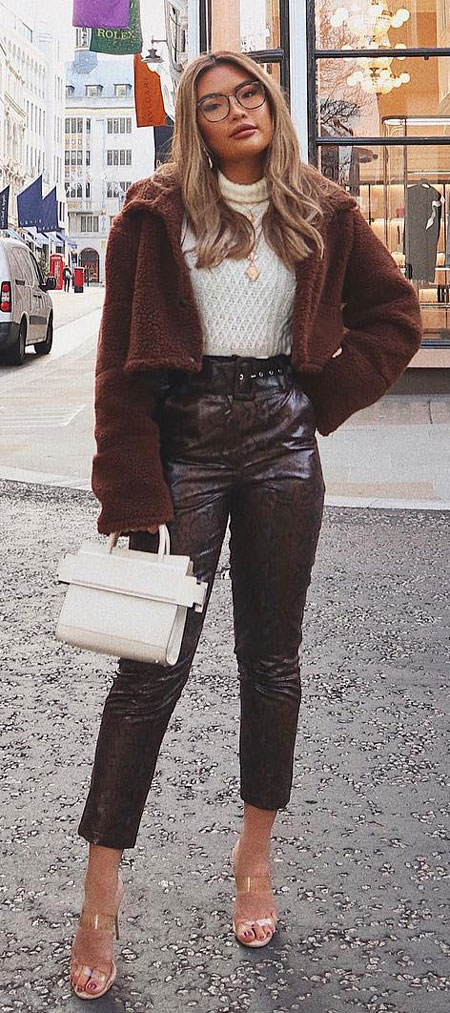 Find casual outfits winter to spring casual outfits and celebrity casual outfits. See 28 Best Comfy Casual Outfits to Wear Every Day of February. style outfits casual | casual style outfits | dress casual outfits | casual outfit inspiration | Casual Fashion via higiggle.com #fashion #stle #casualoutfits #comfy