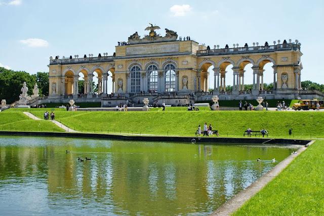 transport to vienna schoenbrunn palace