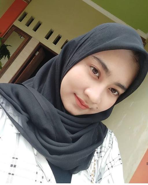Widya Astuti Hijaber Smile From Semarang