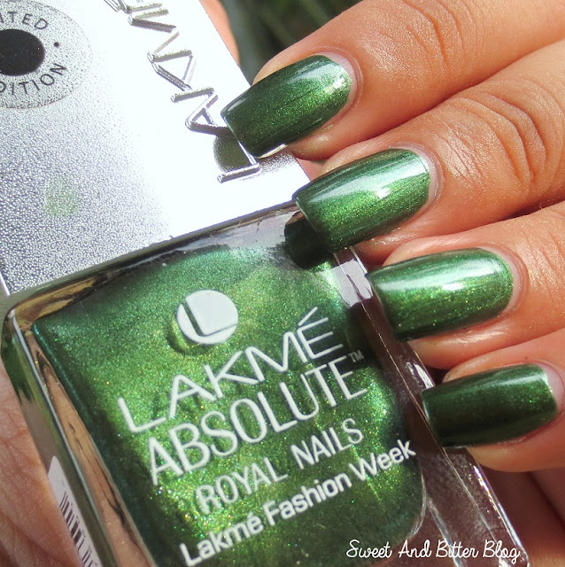 Lakme Absolute Royal Nails Emerald Green Swatch