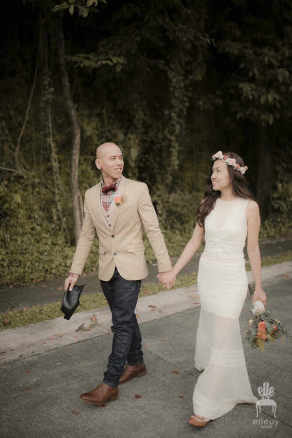 vintage groom, bohemian bride, boho wedding dress, jeans groom