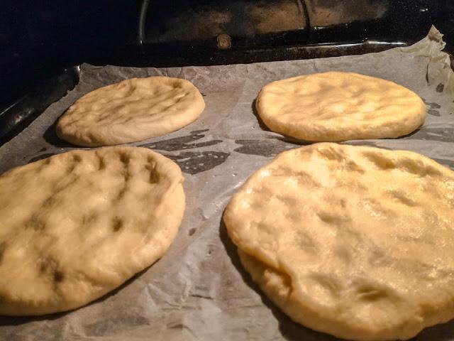 Stesura delle pizzette a mano