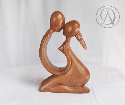 Divka Antik menjual barang antik, unik, kuno, langka, dan barang seni seperti Patung Kasih Sayang