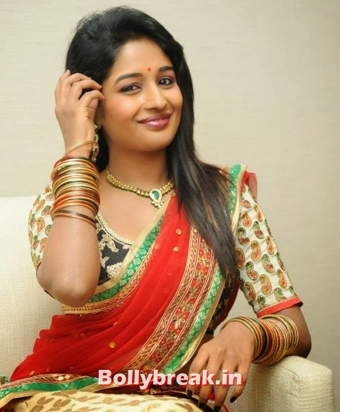 , Dusky Indian Actress Esha Ranganath Half Saree Photoshoot Pics