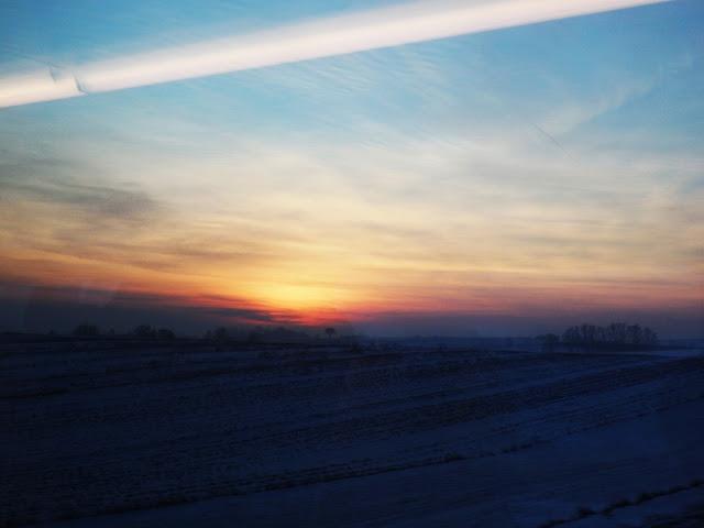 Zachód słońca z pociągu (gdzieś między Słomnikami i Krakowem)