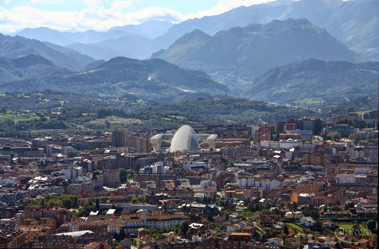 Vistas a Oviedo desde el Sagrado Corazón del Monte Naranco