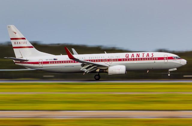 boeing 737 qantas retro livery