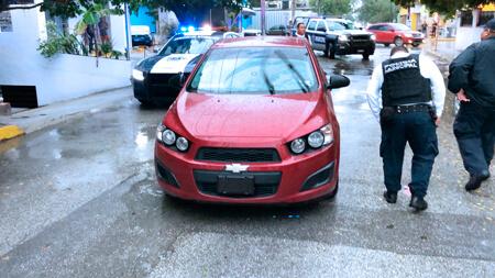 Exhiben al pseudoreportero Rubén Pat  borracho y con su vehículo estacionado a media calle. El director de la Policía, Joaquín Morales no lo sancionó