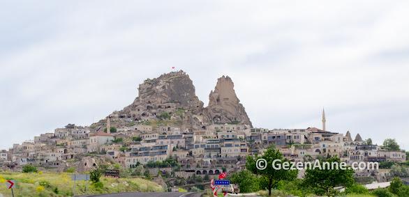 Uçhisar kalesi ve Uçhisar taş evleri, Kapadokya