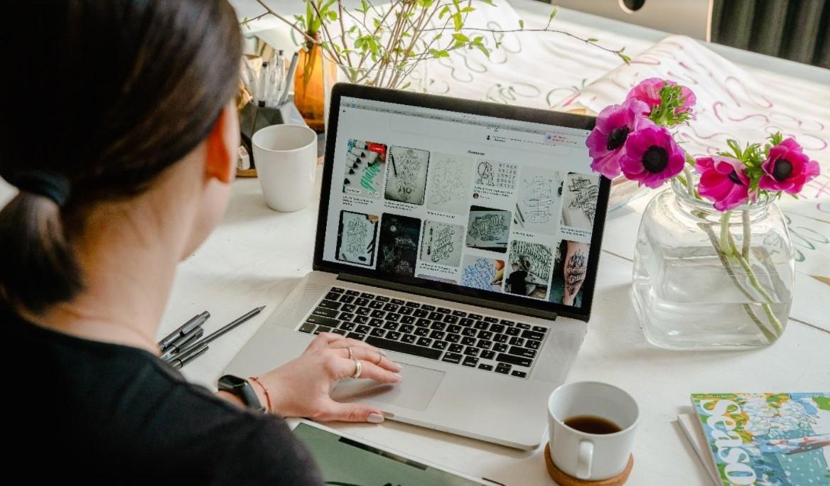 Mau tahu usaha online guru yang bisa kamu kerjakan di rumah? Coba simak artikel ini lalu coba salah satu usahanya!