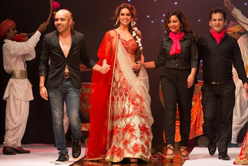 VLCC unveils the 'Couture Bridal Look of 2017' at VLCC Makeup ''Simply Awesome'' mega event ~Bollywood...