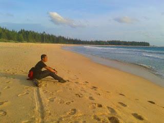 Tersudut di Pantai Lampuuk Aceh