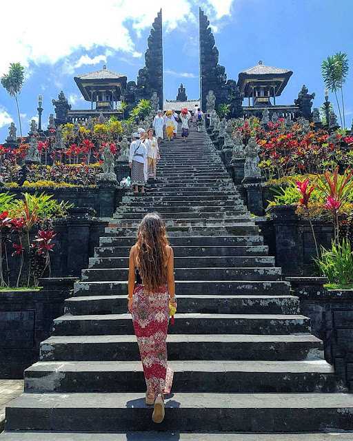 Top 3 Travel Vlog You Must See Before Traveling to Besakih Bali