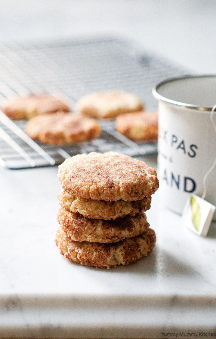 These soft and chewy snickerdoodles are made with almond flour and coconut oil. #vegan and #glutenfree