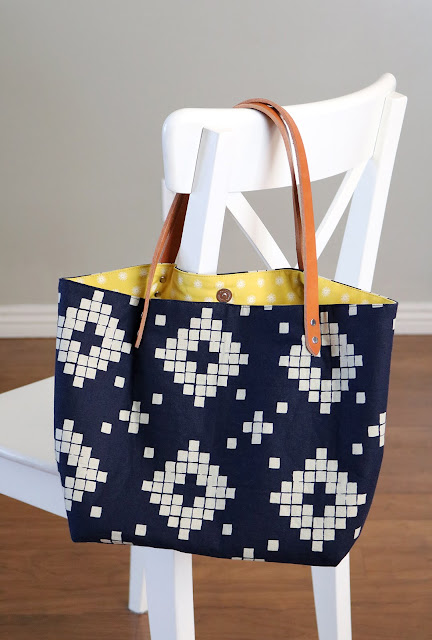 Love the detail on this tote bag!  This tote bag was a kit from Crosscut Sewing Co.