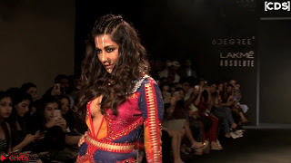 Chitrangada+Singh+walks+the+Ramp+in+Sizzling+Deep+Neck+Top+%7E+CelebsNext+Exclusive+013.jpg