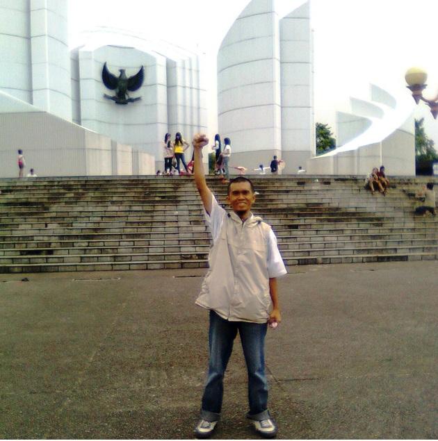 Lahir di Aceh Timur, Kampung Halaman di Tanah Sunda