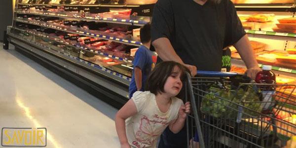 Le comportement scandaleux d'un père avec sa fille ne restera pas impuni grâce à Facebook