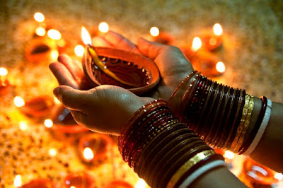 Advance happy diwali wishesgreetingsquotesimagesmessages 2017 these quotes on advance happy diwali sms in hindi go beyond the superficial meanings and celebration and give you the essence of the festival m4hsunfo