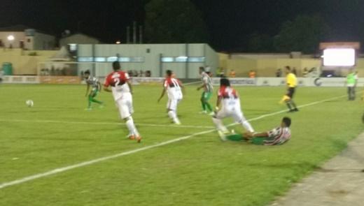 Flamengo de Guanambi vence Flu de Feira