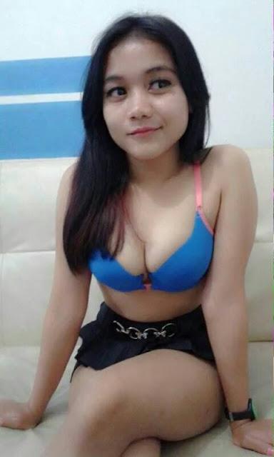 Sexy banget abg cantik ini memamerkan BHnya