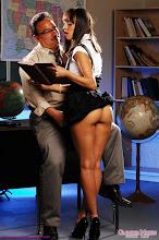 Bomba sexual se folla a su viejo profesor xXx (2014)
