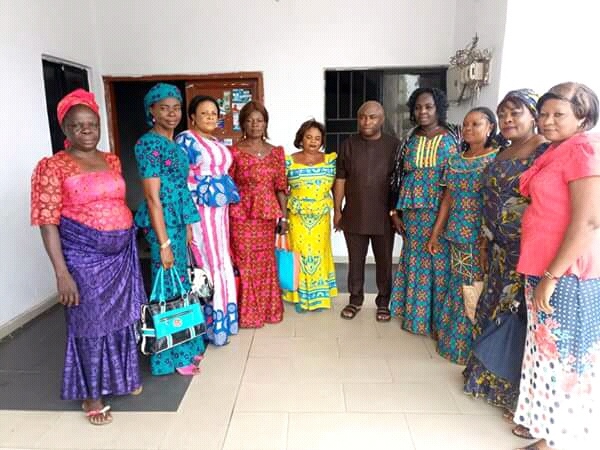 @GovernorIkpeazu takes empowerment to Market Women in Abia