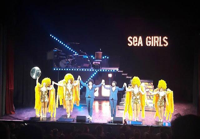 Les Sea Girls spectacle music-hall chansons tournée revue Trianon Paris