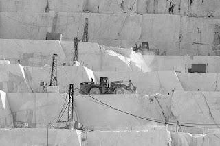 Nella cave di marmo si combatte la battaglia per la proprietà privata