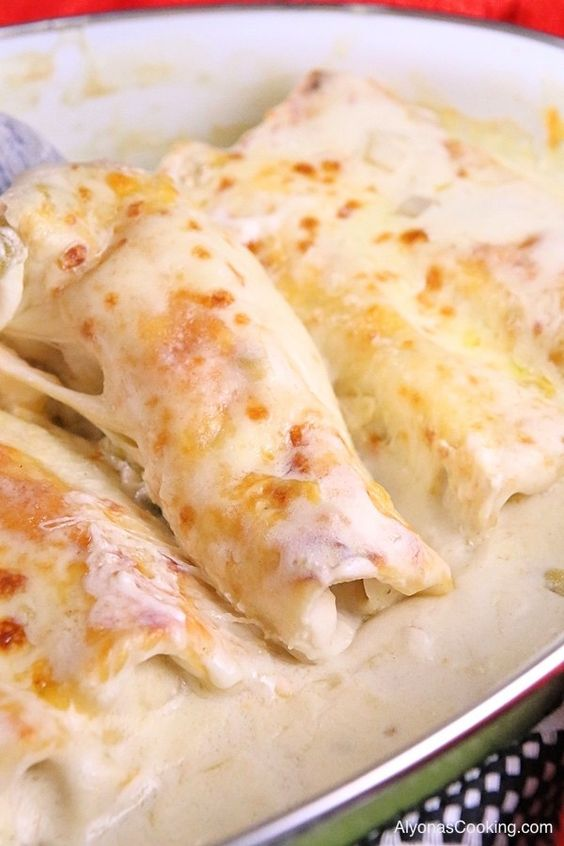 White Chicken Enchiladas Recipe #whitechicken #chicken #chickenrecipes #enchiladas #deliciousrecipes #deliciousfood