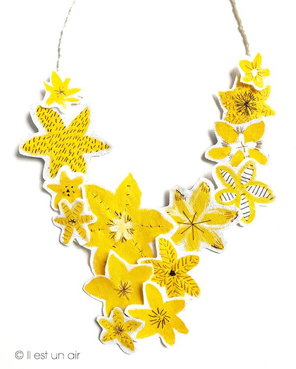Fleurs jaunes peintes et rebrodées