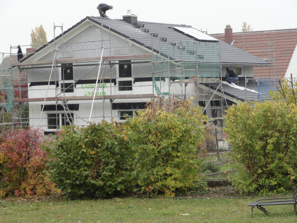 wir bauen die rebstock allee mit gussek dach ist gedeckt. Black Bedroom Furniture Sets. Home Design Ideas