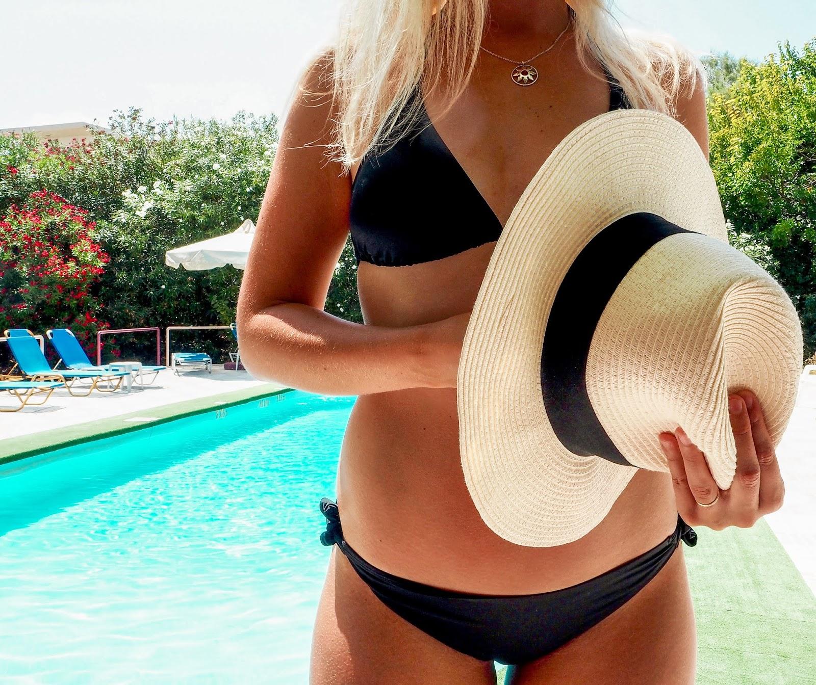 Mustat bikinit