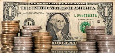 uang satu dolar dan koin dolar