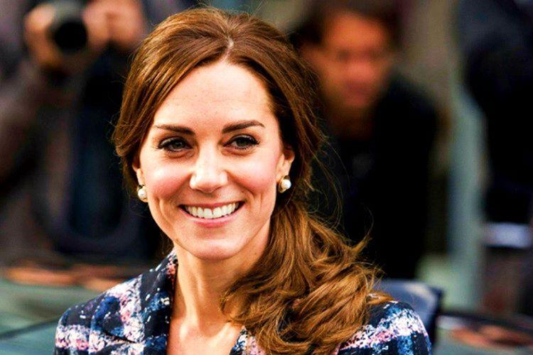 Kate Middleton çoğu fotoğrafında direkt olarak objektife bakmaz, çünkü verdiği pozun doğallığı bozulur.